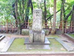 Kakuma_Yamamoto's_tombstone